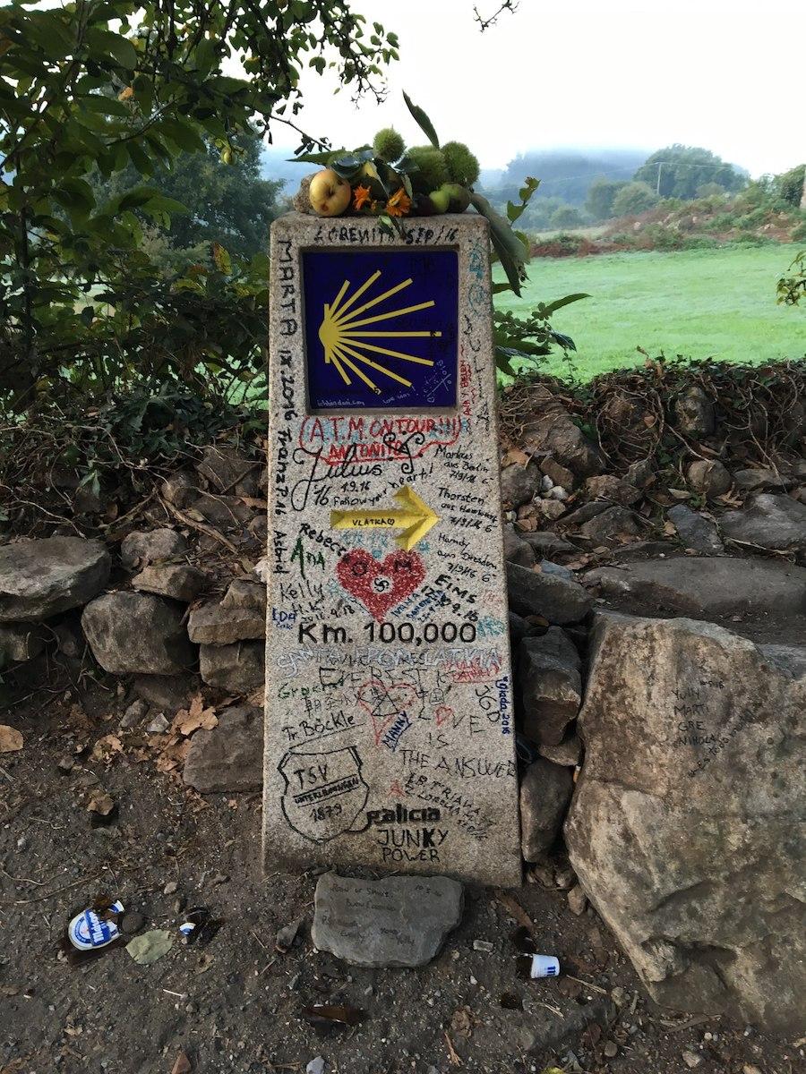 осталось 100 км до Сантьяго де Компостела
