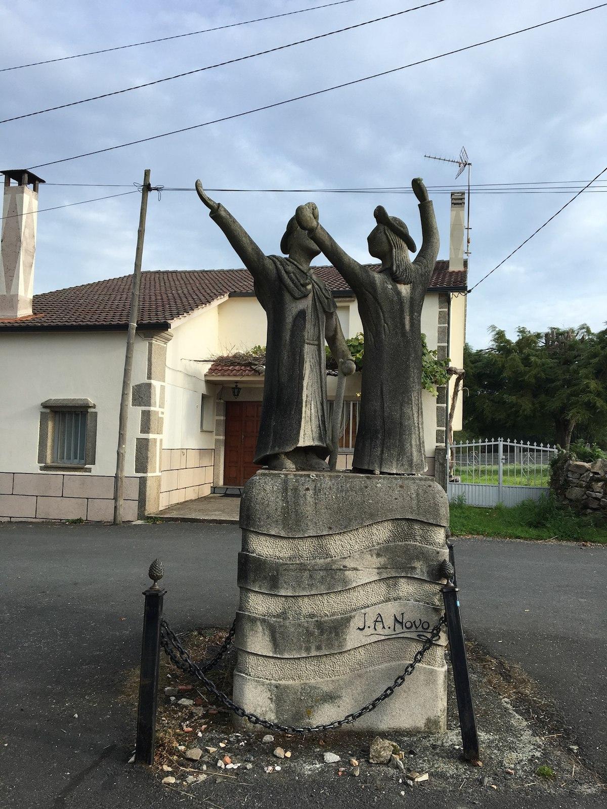 Статуя пилигримов по пути в Мелиде