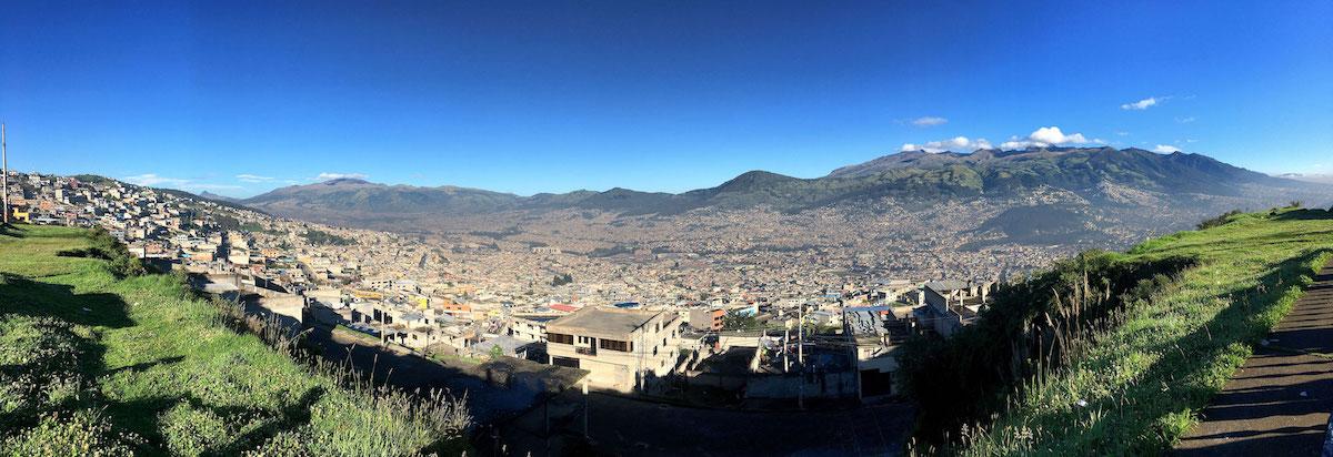 вид на Кито с обзорной площадки