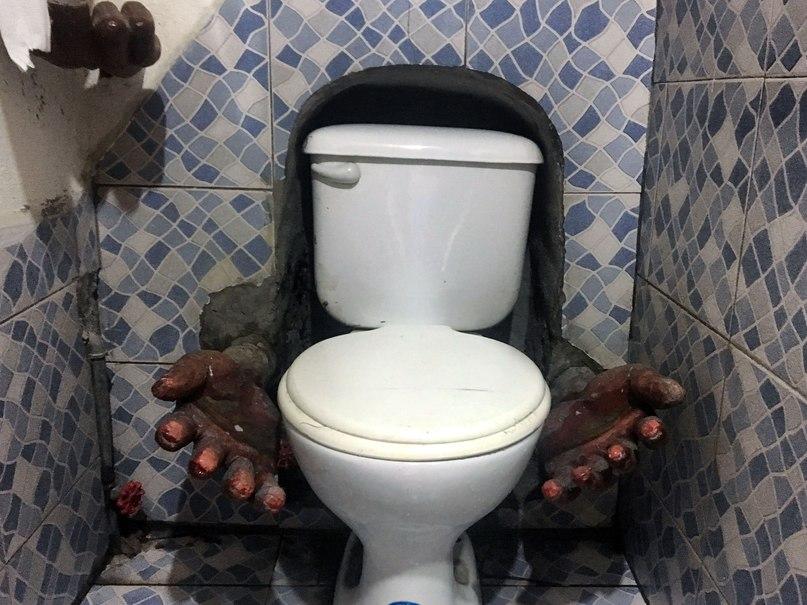 женский туалет в Prohibido Centro Cultural