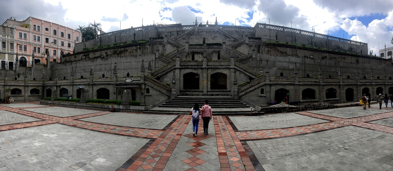 стена рядом с базиликой