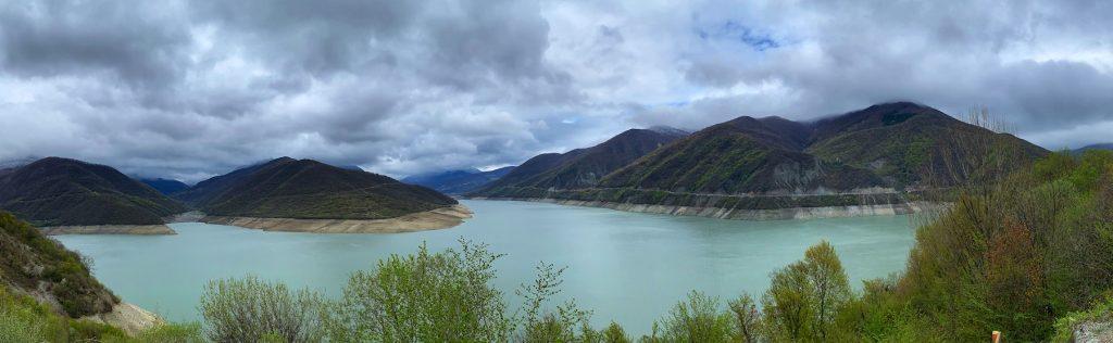 Водохранилище Жинвали на Военно-Грузинской дороге