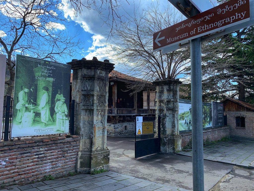 Вход в Этнографический музей в парке Ваке
