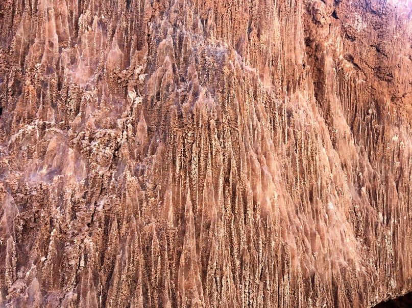 соляная корка в пещере Valle de la Luna