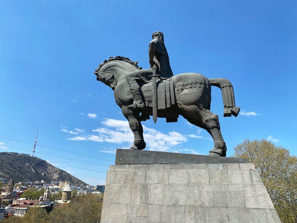 памятник основателя города Вахтанга Горгасали