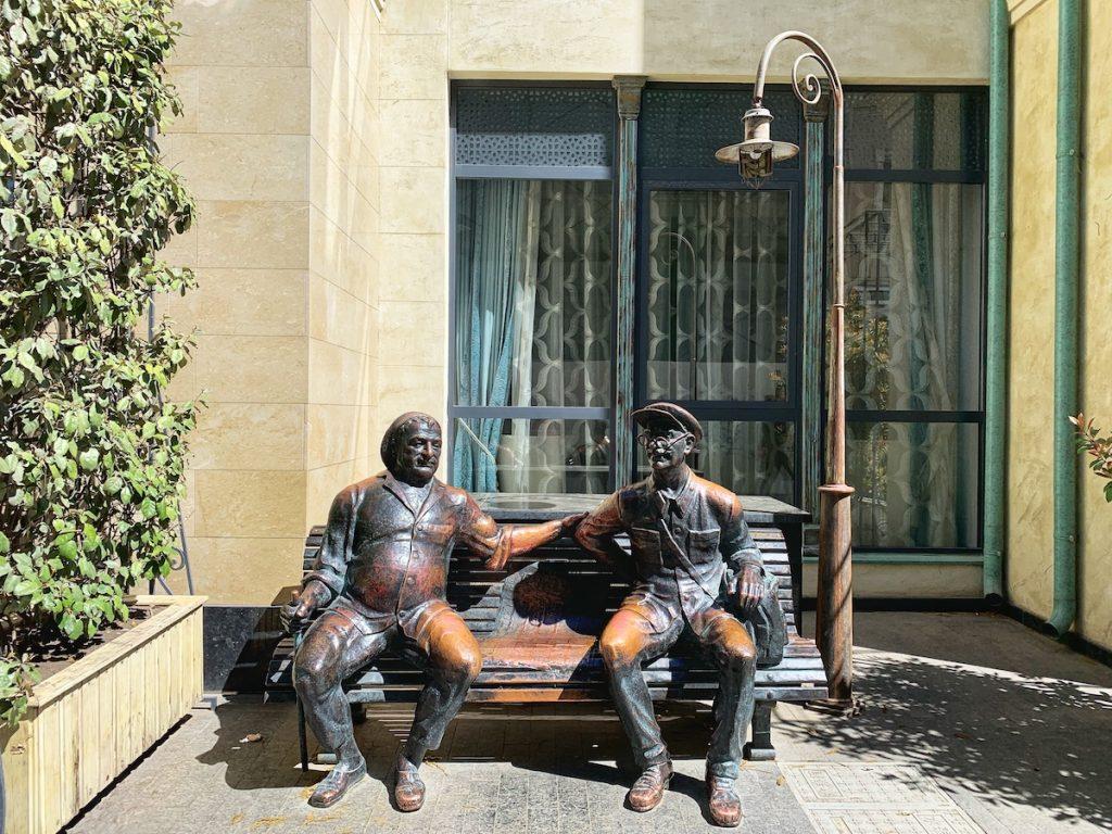 Памятник на скамейке