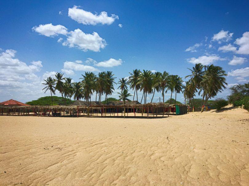 пляж деревушки Камаронес